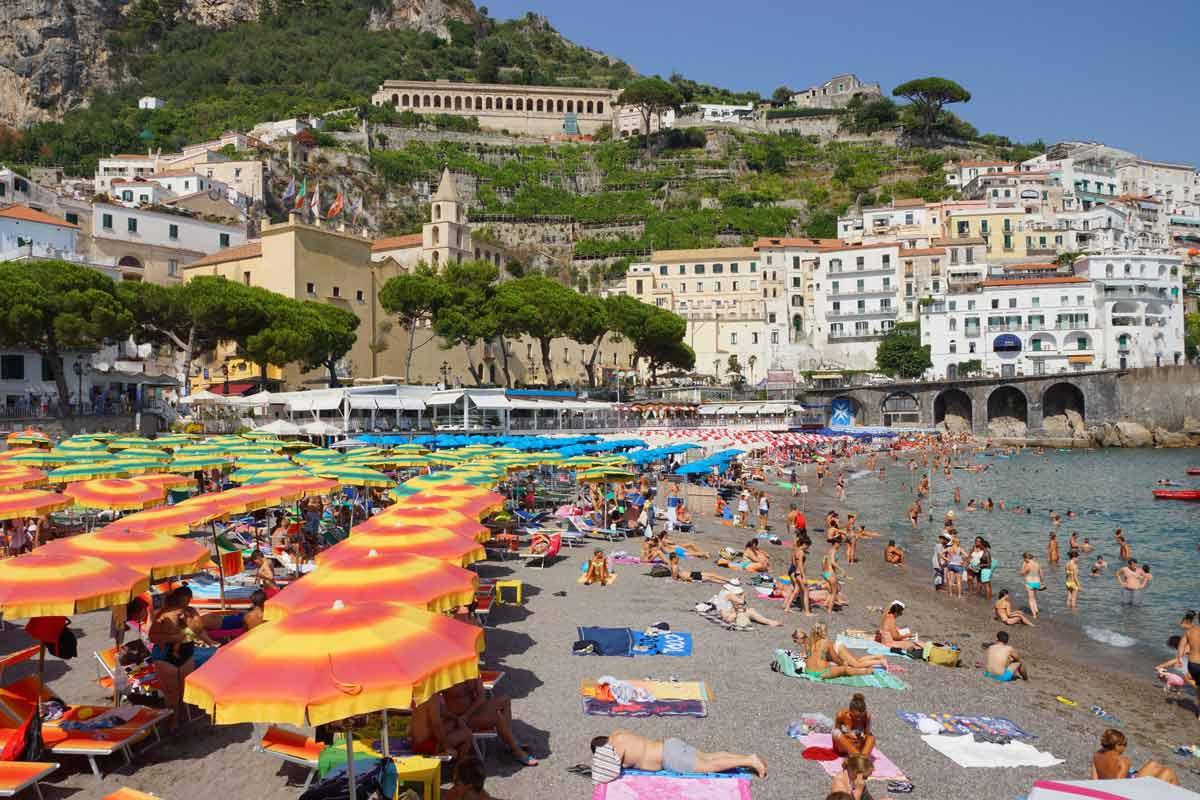Elokuu on Amalfin rannikon kuuminta ja ruuhkaisinta aikaa.