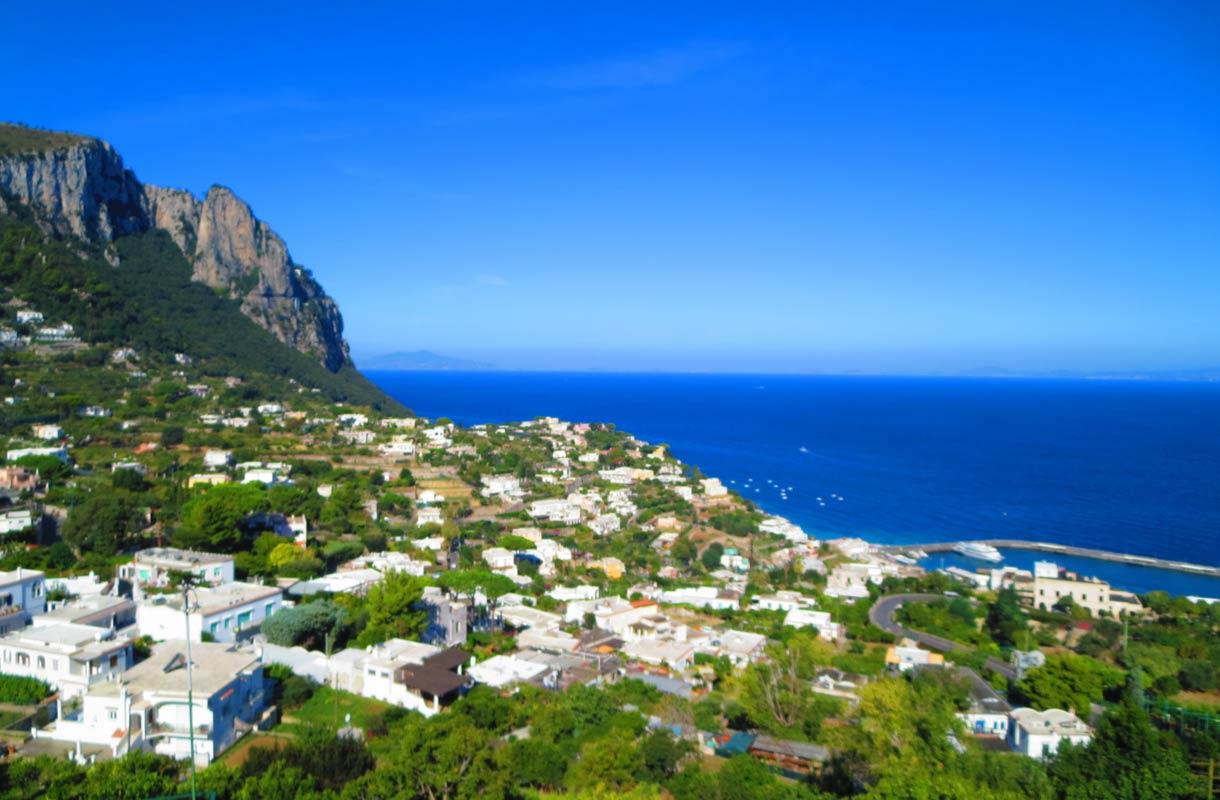 Caprin saari sopii oivasti patikoitsijalle.
