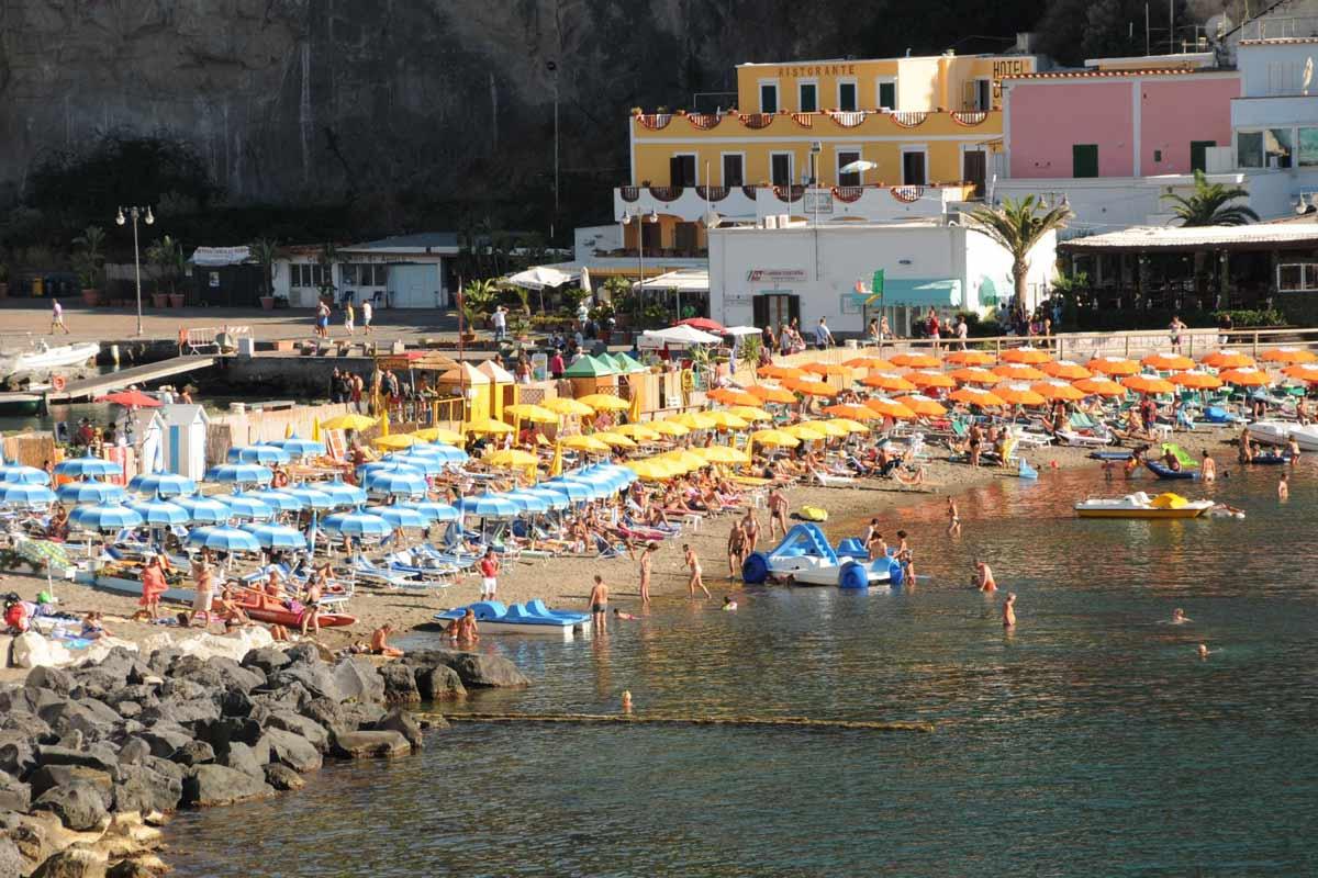 Osa Ischian kauniista rannoista on maksullisia.
