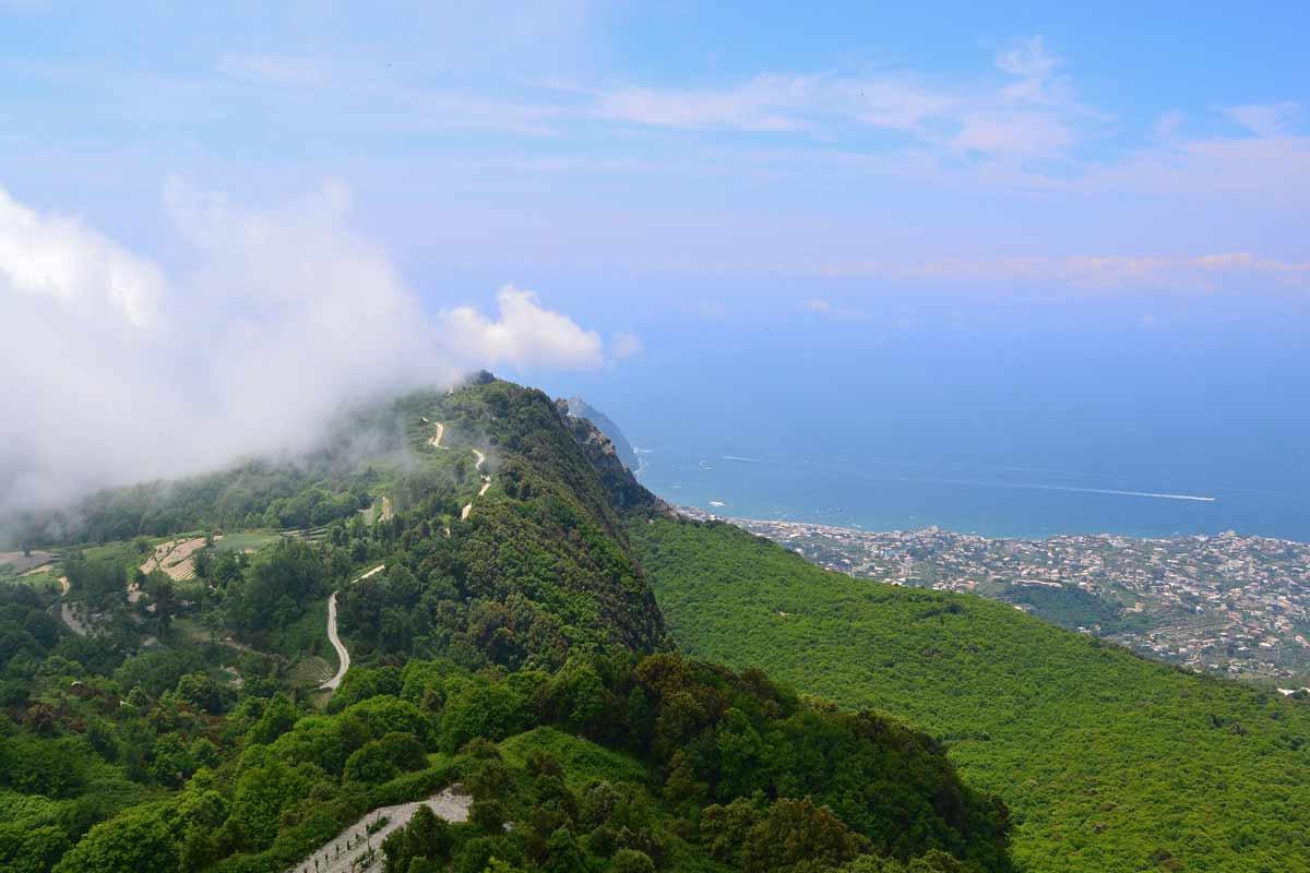 Ischialta löytyy myös tulivuoria.