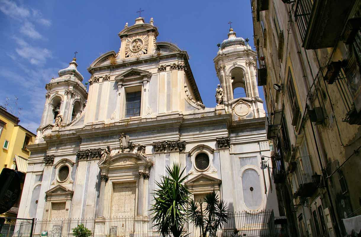 Italialaiset kirkot vakuuttavat arkkitehtuurillaan.