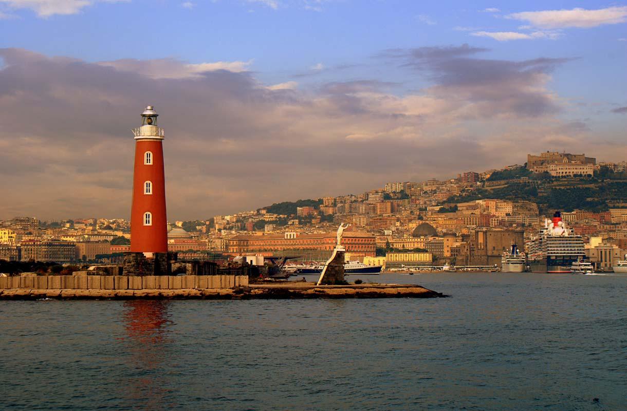 Napoli on kaupunki, joka jakaa mielipiteitä.