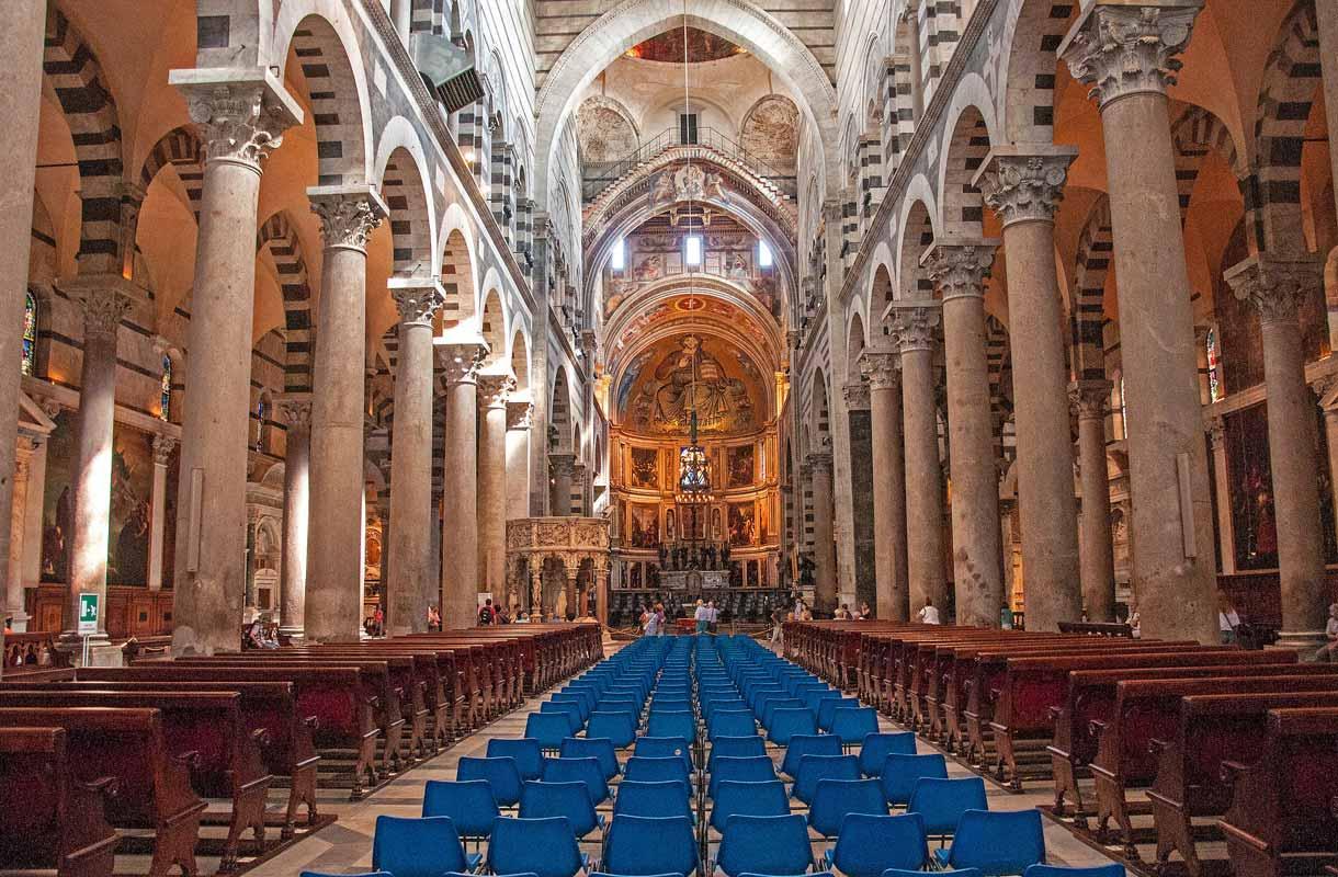 Pisan katedraali sijaitsee Ihmeiden aukiolla.