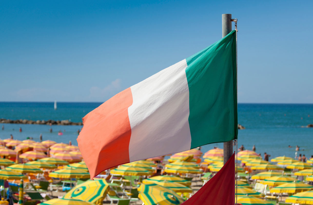 Italian lippu Cattolican rannalla