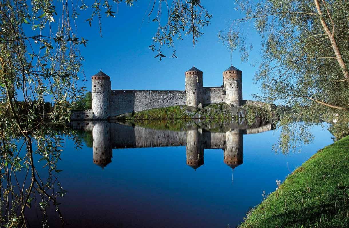 1400-luvulla rakennettu Olavinlinna on Savonlinnan tunnetuin nähtävyys.