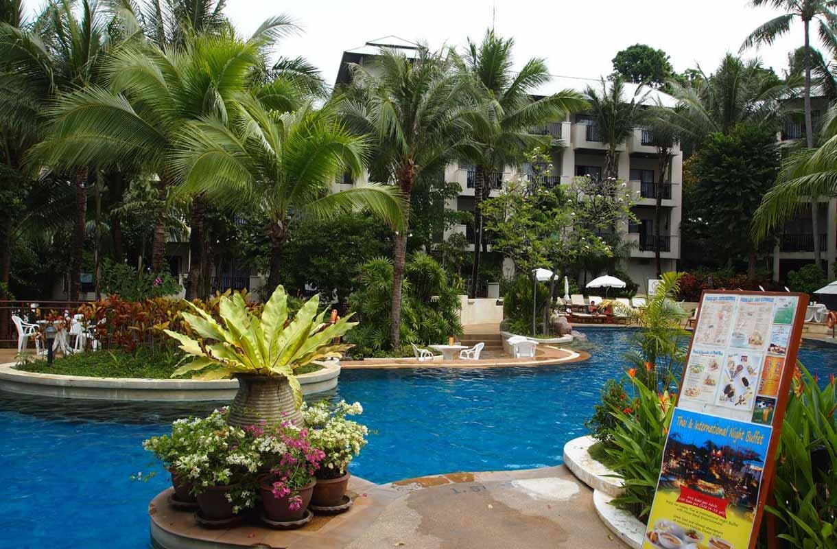 Karon Beachilla resort-majoitus on suosittua.