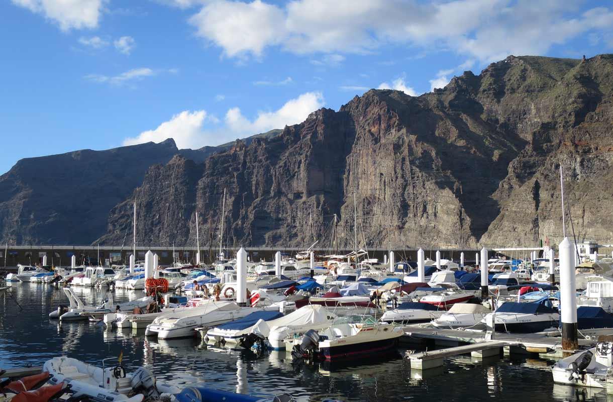 Veneitä Los Gigantesin satamassa.