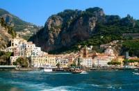 Amalfin rannikko on häämatkalaisten suosiossa.