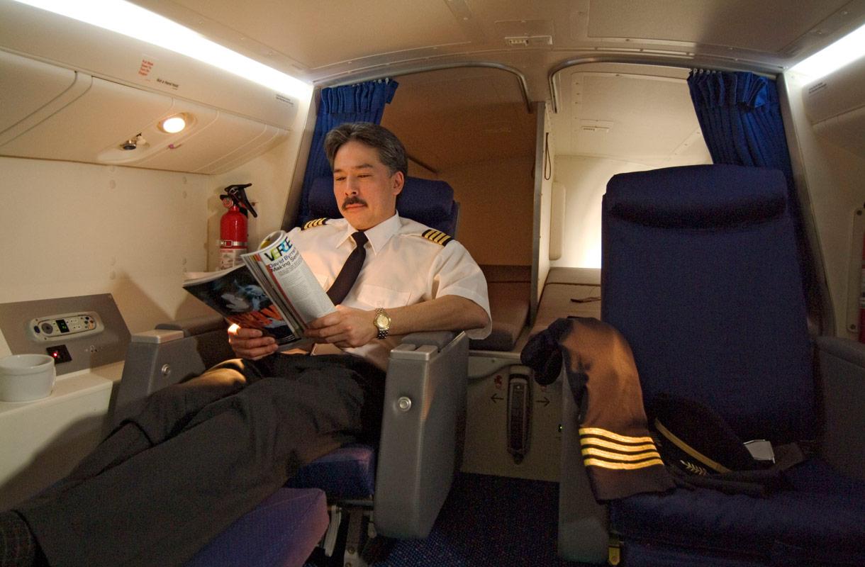 Täällä lentäjät lepäävät kesken lennon