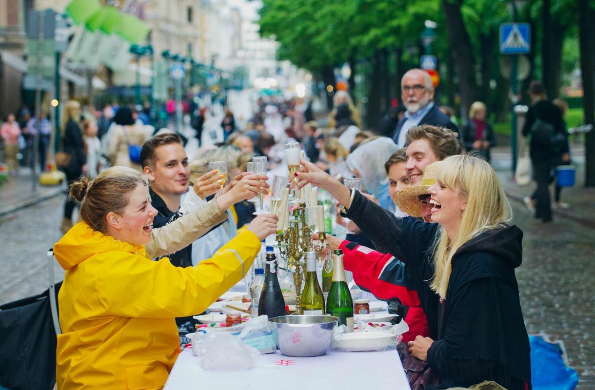 Illallinen taivaan alla järjestetään elokuussa Helsingissä.
