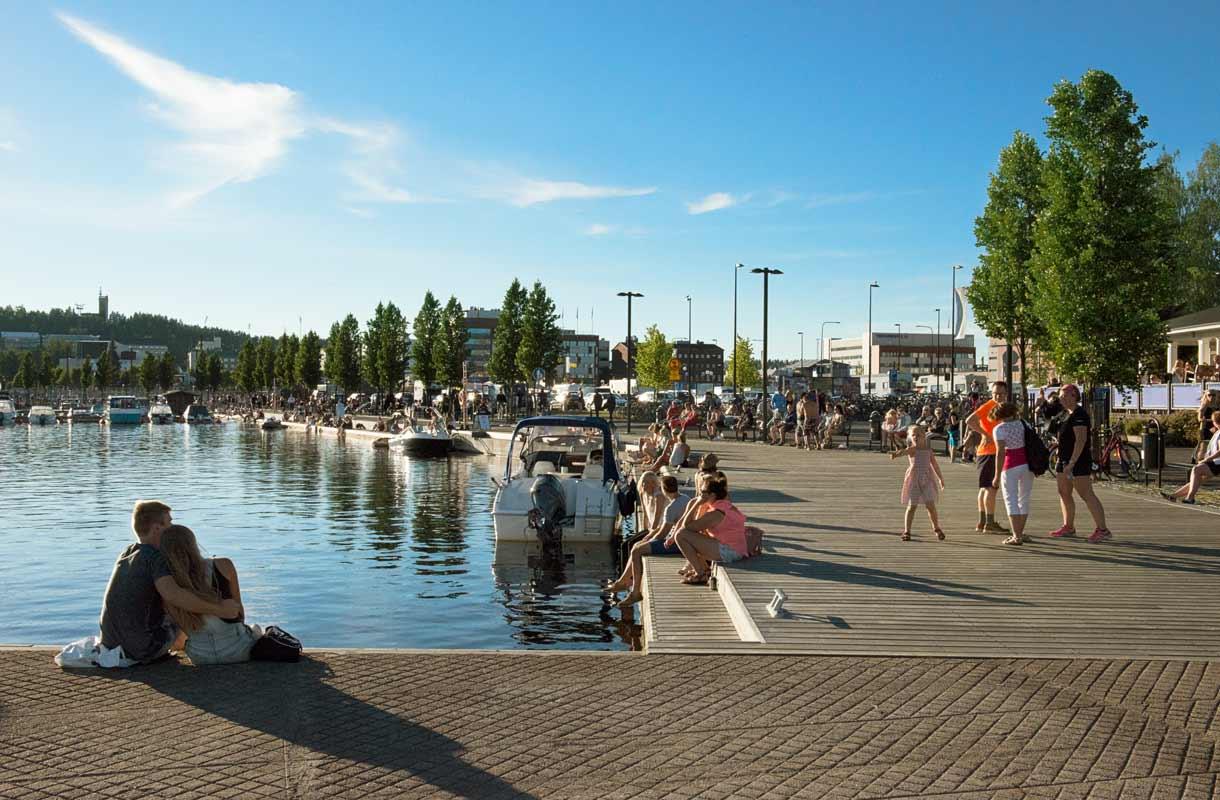 Satama on suosittu ajanviettopaikka Jyväskylän kesässä.