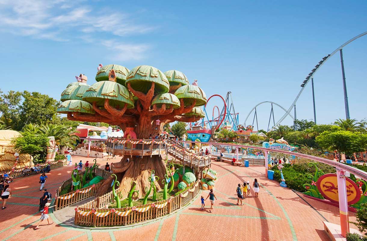 Espanjan suurin huvipuisto Port Aventura