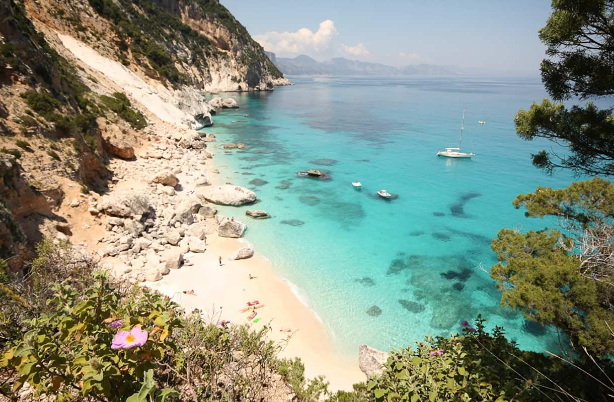 Cala Goloritzen ranta Sardiniassa