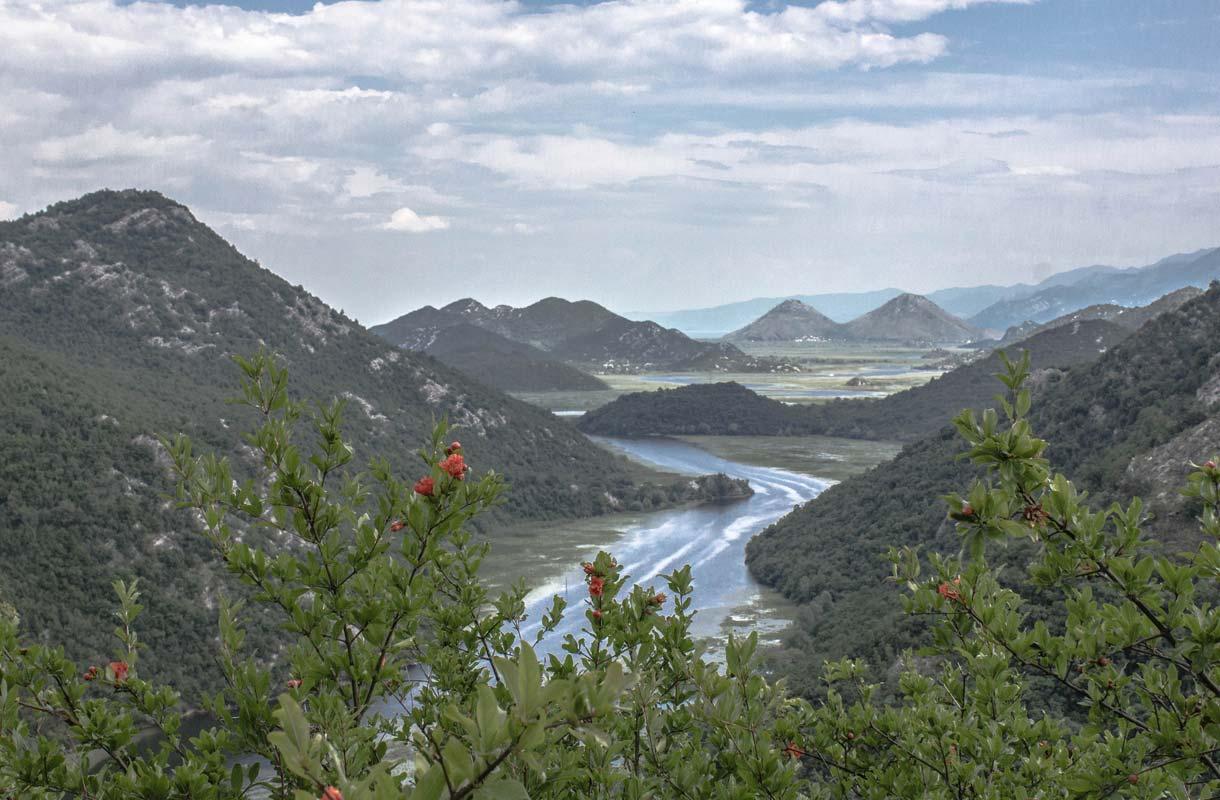 Montenegron vuoristonäkymät ovat lumoavia.