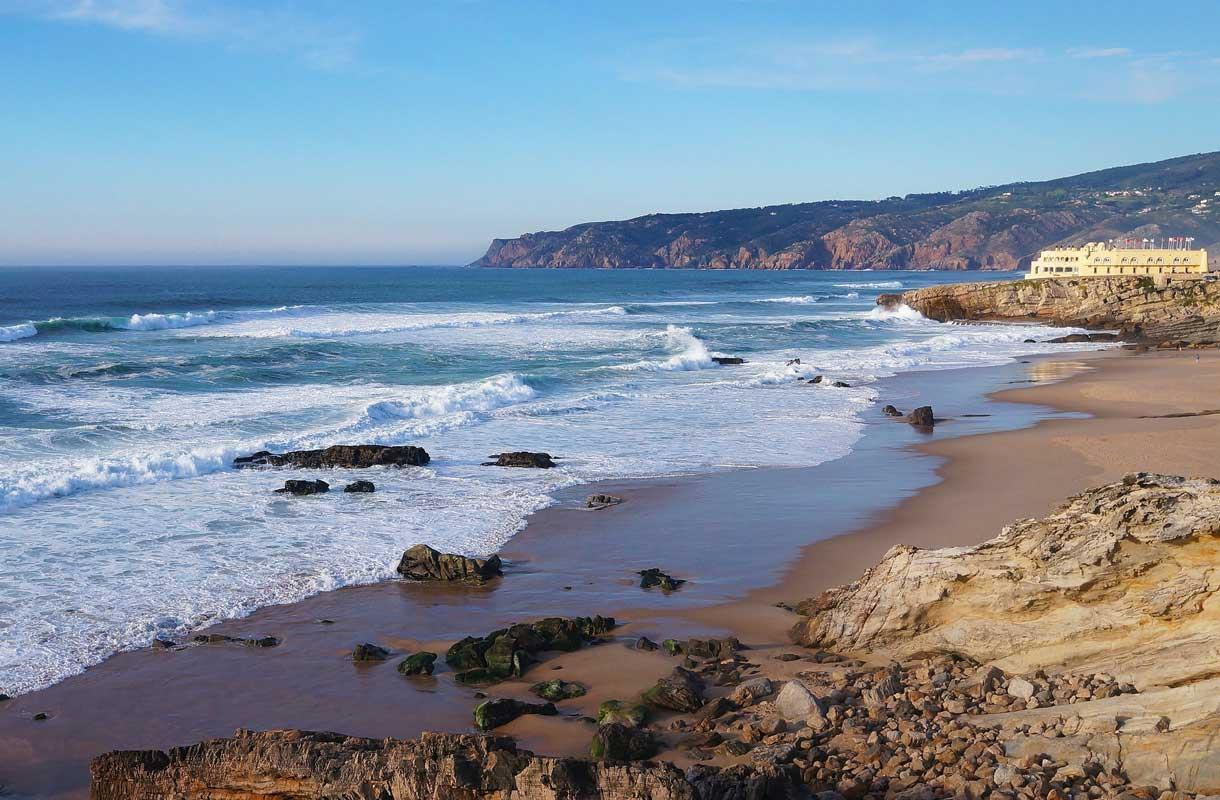 Praia do Guincho tunnetaan aalloistaan.