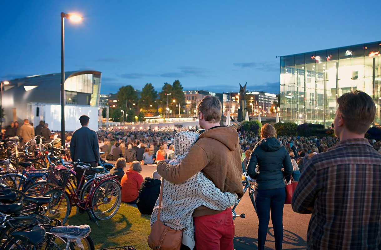 Helsingin Juhlaviikot tuovat Helsinkiin monenlaista tekemistä.