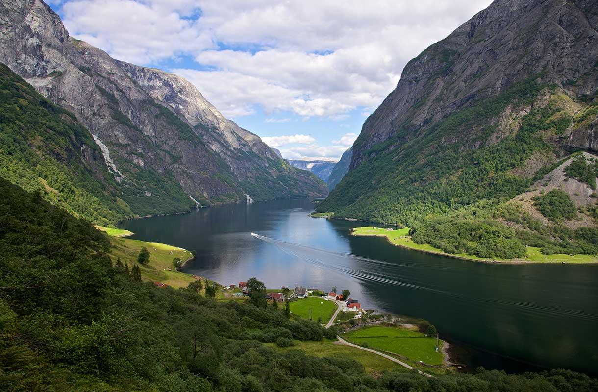 Naeroyfjorden Norjassa