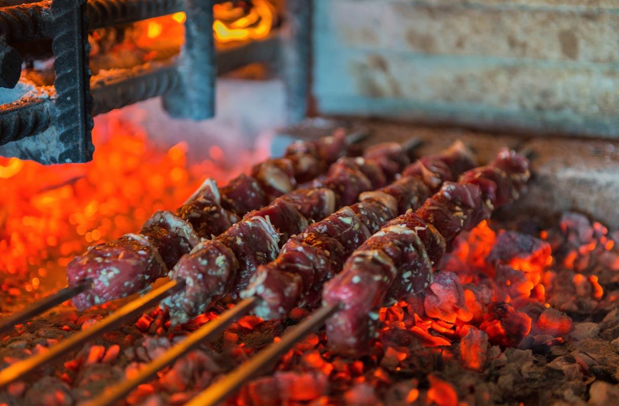Madeiran tyypillisin ruokalaji on espetada-lihavarras.