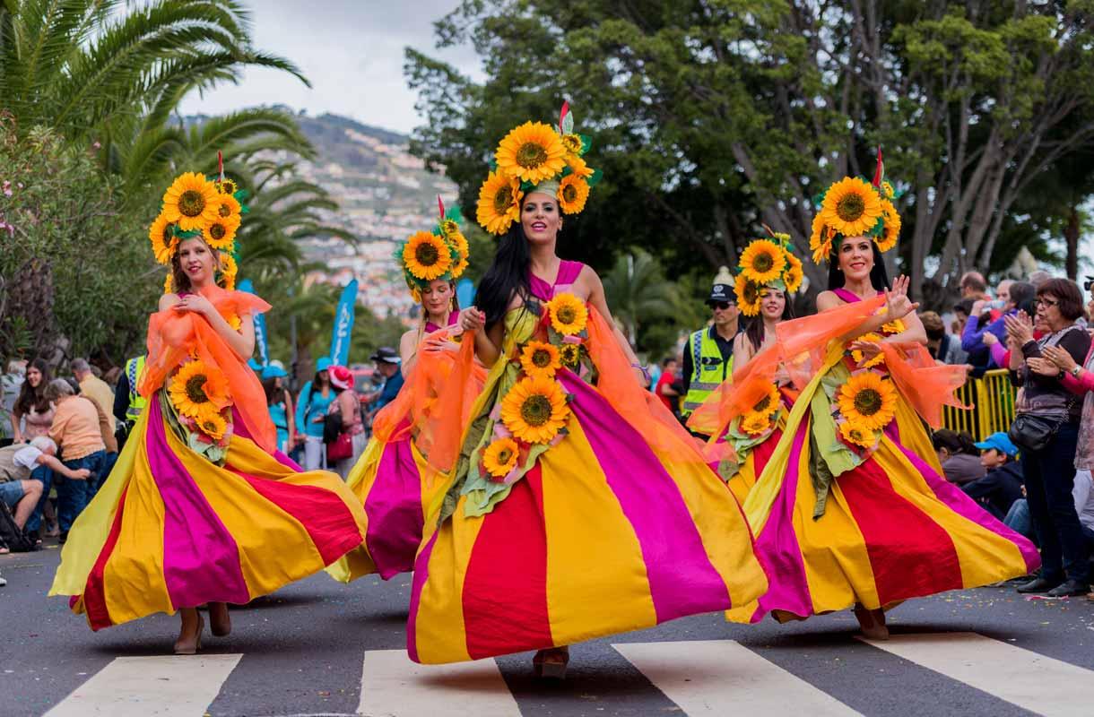 Madeiran kukkafestivaalit täyttävät kadut ihmisillä, väreillä ja tapahtumilla.