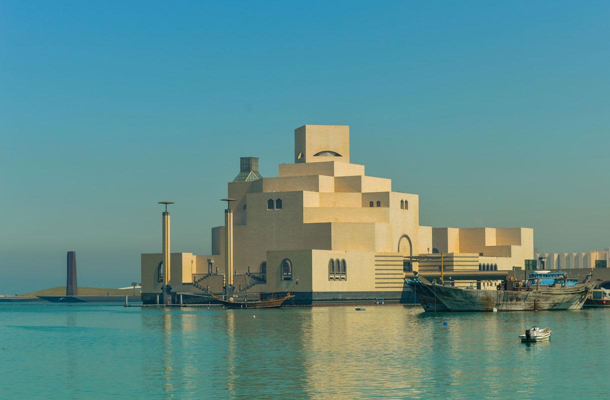 Islamilaisen taiteen museo vakuuttaa jo arkkitehtuurillaan.