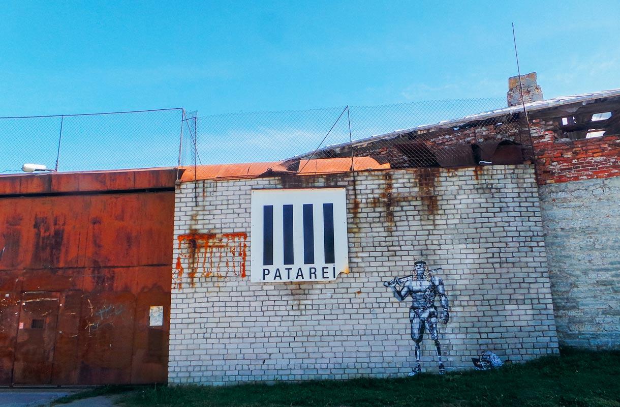 Hylätty vankila kiehtoo matkailijoita.