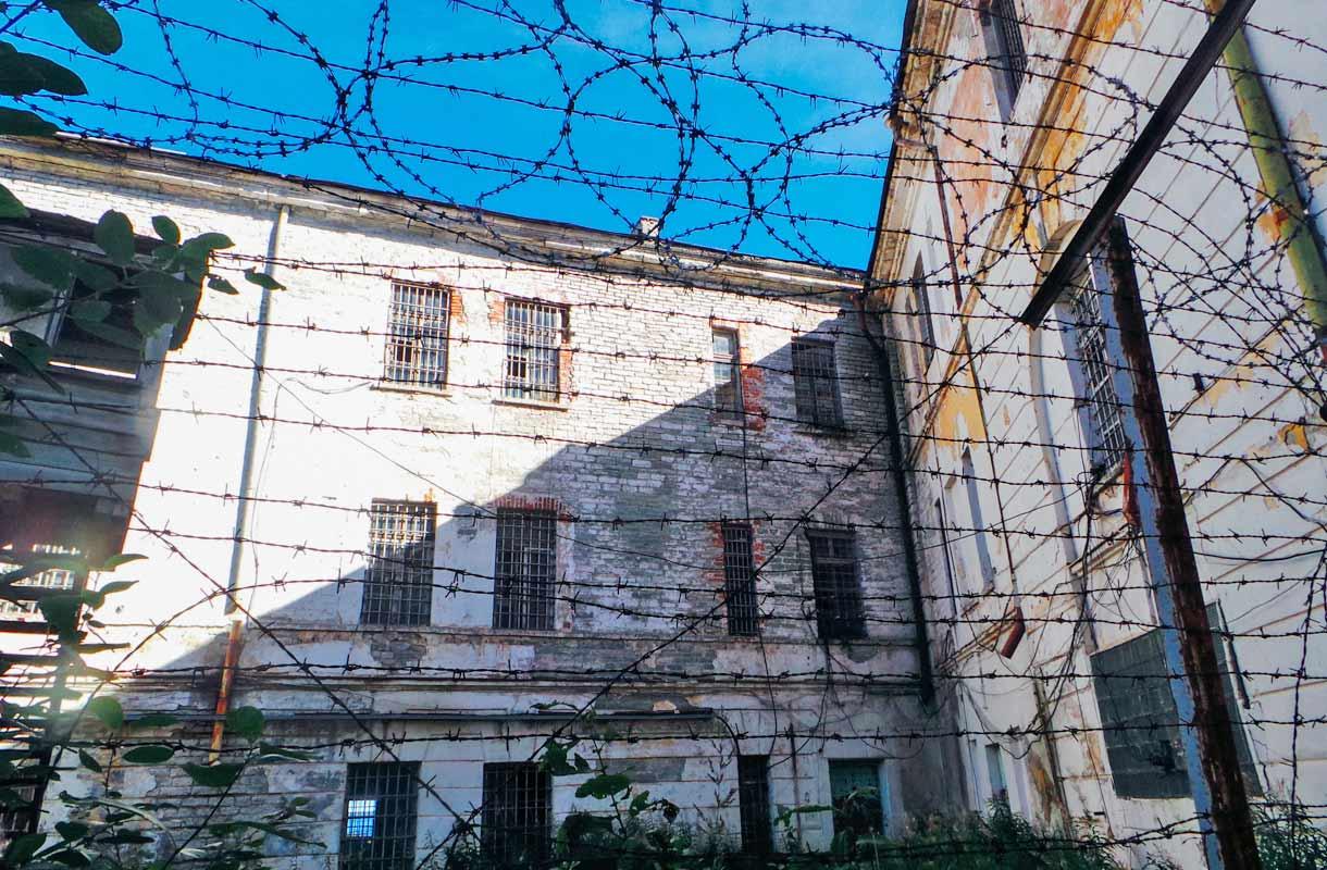 Vierailu Patarein vankilassa voi olla rankka kokemus.
