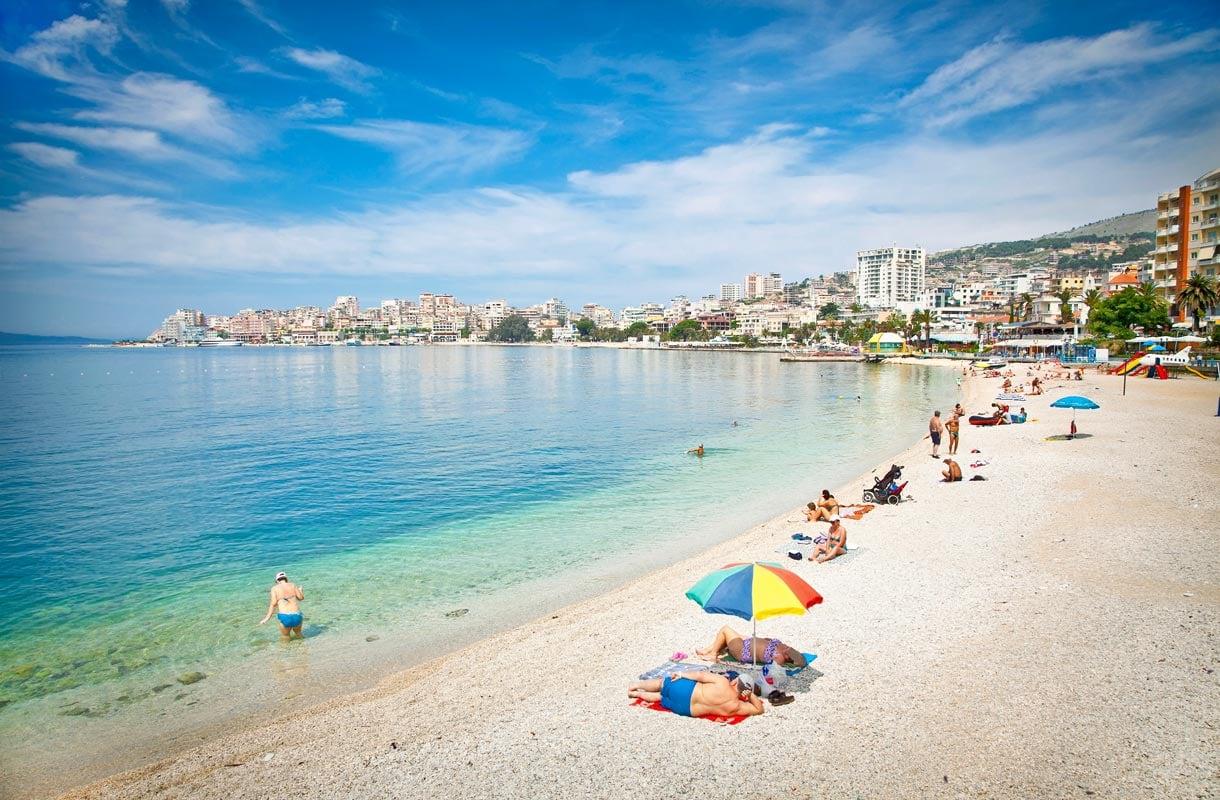 Albanian Saranda on houkutteleva rantakohde