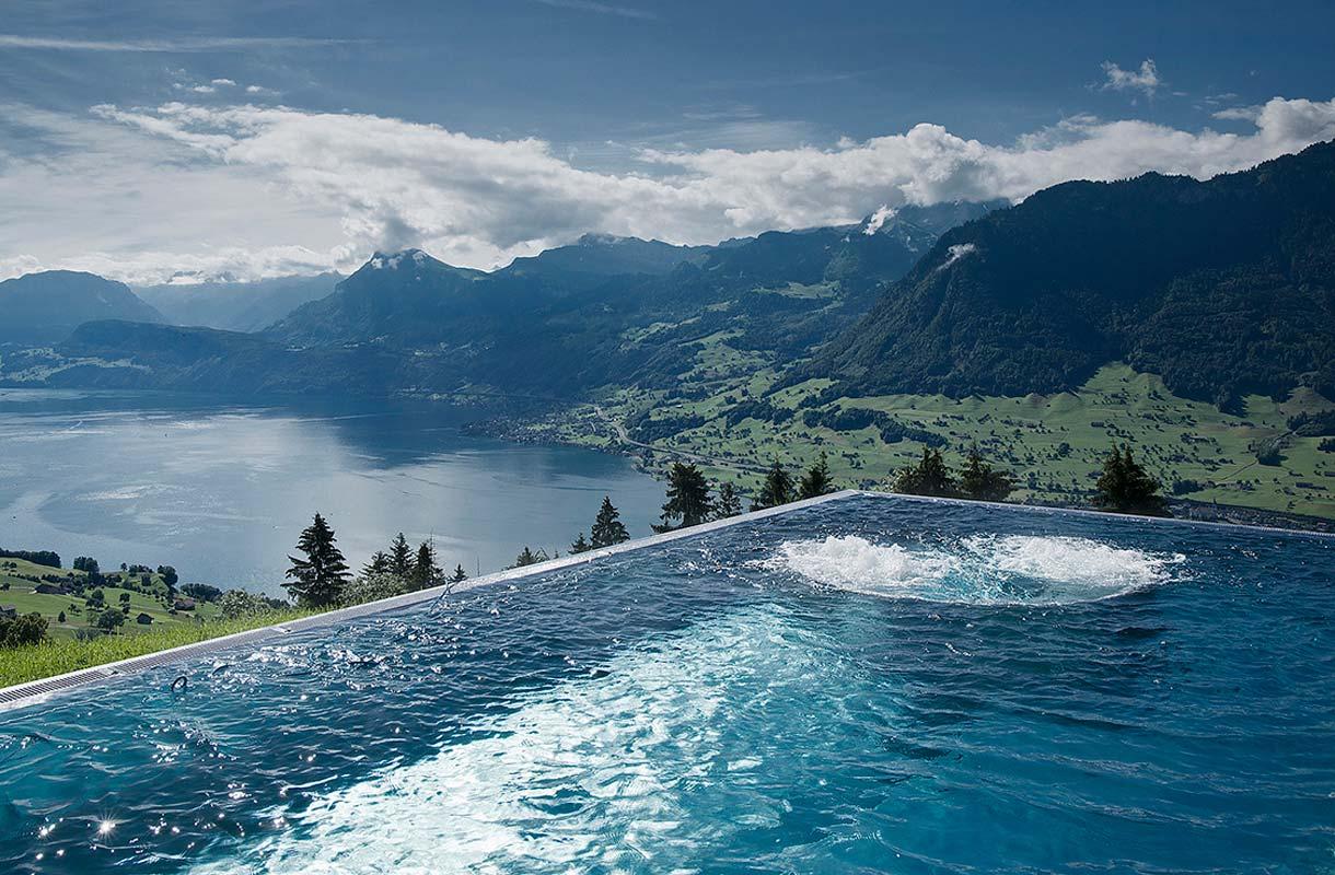 Villa Honeggin uima-altaasta tuli nettihitti