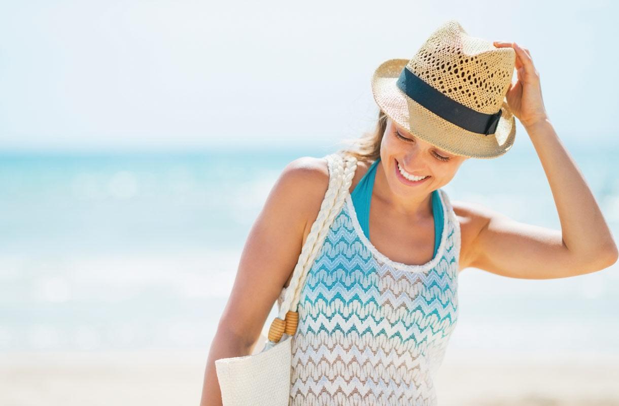 Nainen rannalla