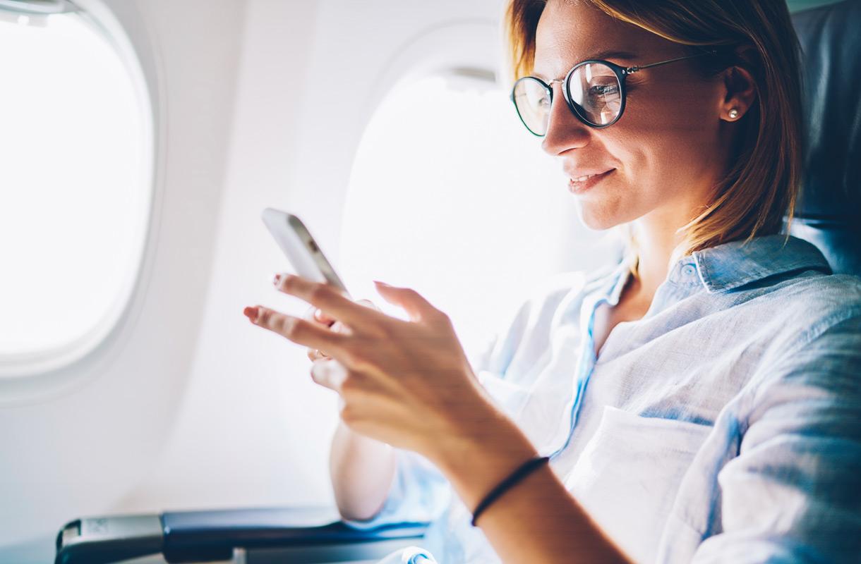 Kännykkä lentokoneessa