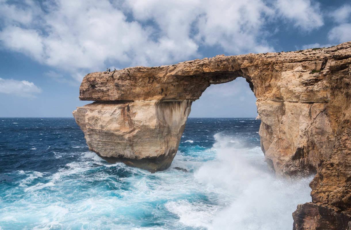 Maltan naapurisaaren Gozon Sininen ikkuna romahti myrskyssä
