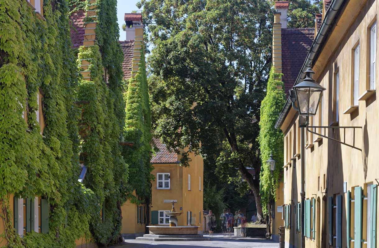 Augsburgin Fuggerei on pysynyt samanlaisena jo vuosisatojen ajan.