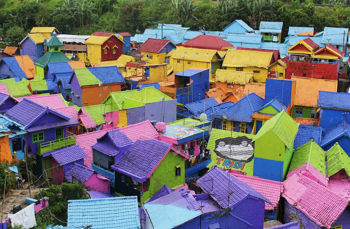Indonesian Kampung Pelangi muuttui värikkääksi