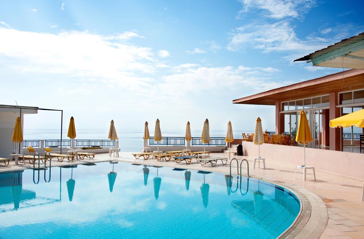 Kreikka: Lennot, hotellit, nähtävyydet - Rantapallon matkaopas