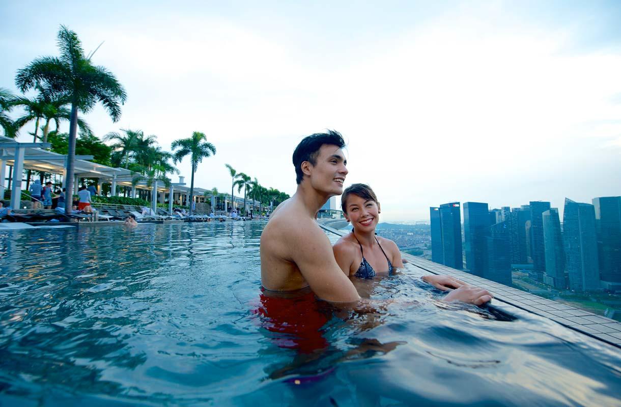 Infinity pool Marina Bay Sandsin 57. kerroksessa