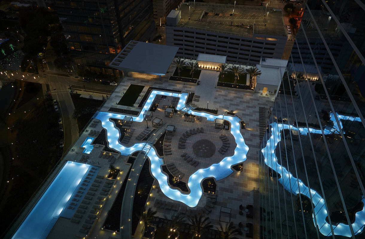 Houstonin Marriott Marquis sai tyylikkään uima-altaan