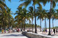 Miami Beachin pitkät rannat kutsuvat auringonpalvojia