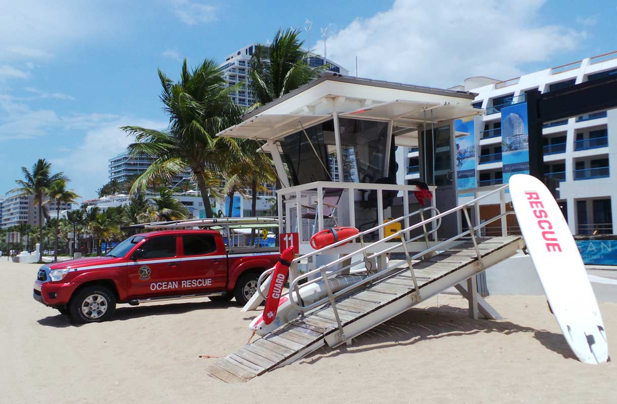 Hengenpelastajat valvovat Fort Lauderdalen rantoja