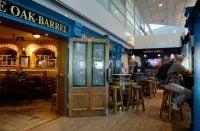 The Oak Barrel on legendaarinen irlantilaispubi Helsinki-Vantaalla