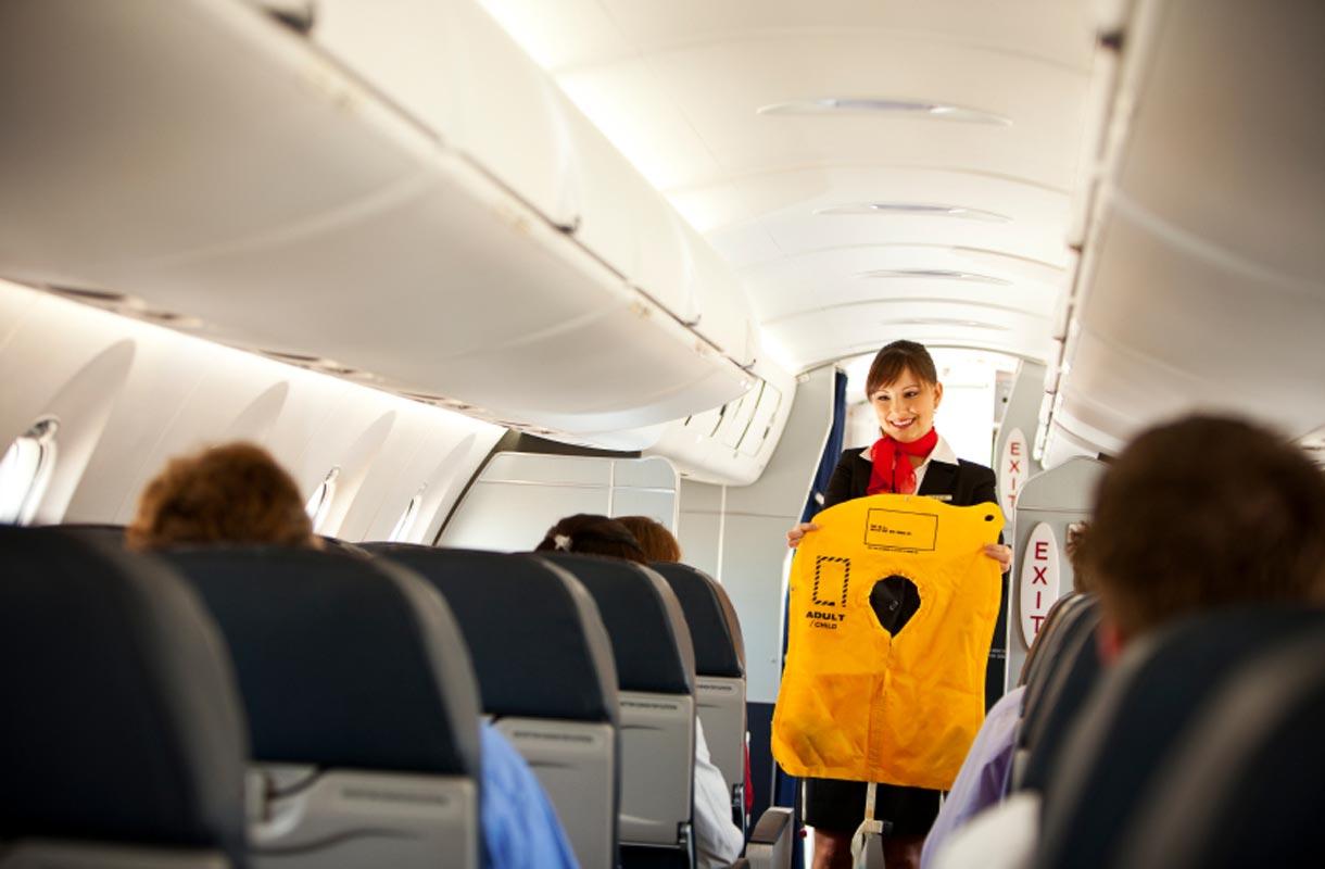 Lentokoneen pelastusliivit eivät välttämättä ole istuimen alla