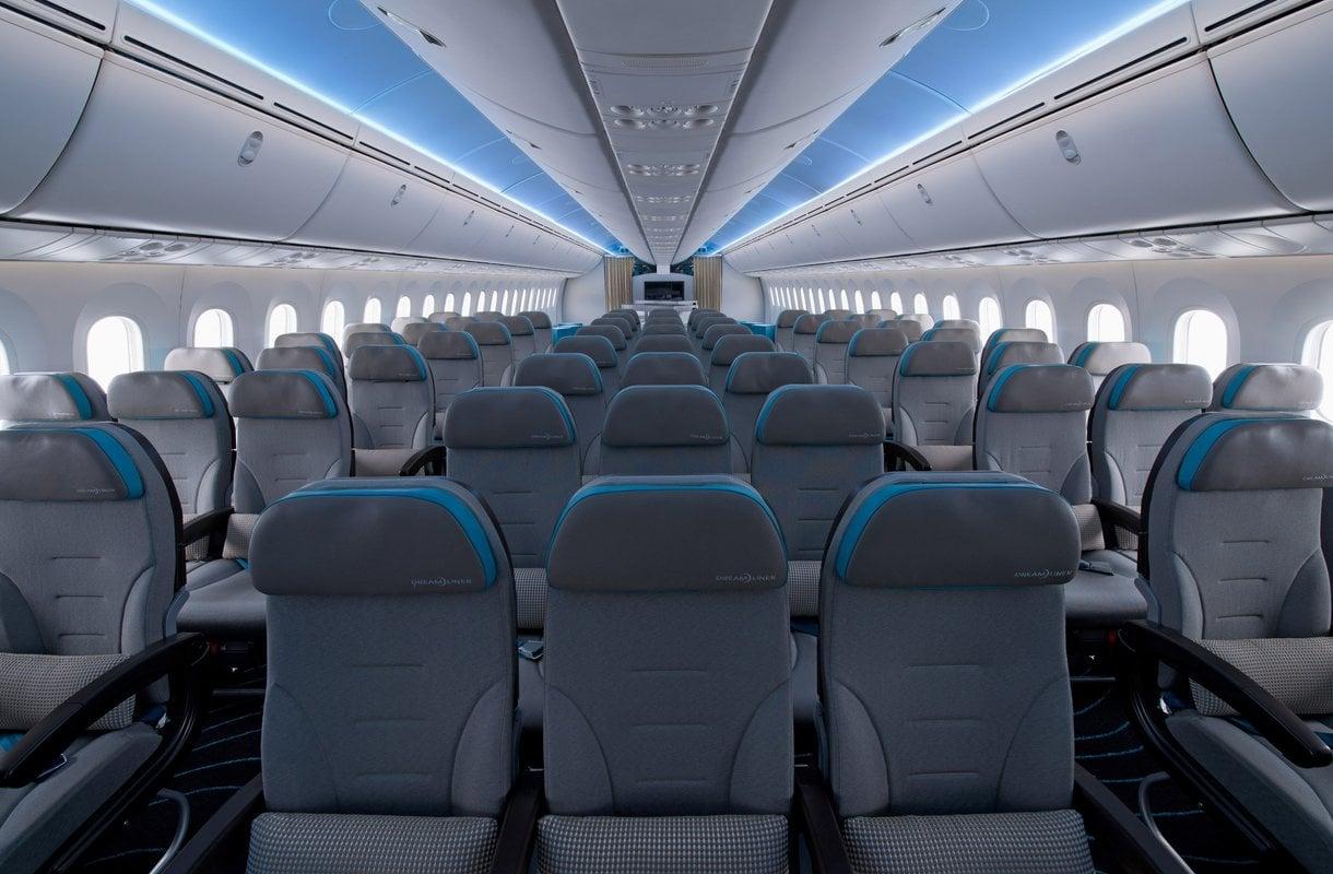 Tiedoksi kymppikerholaisille: lentokoneen wc:n oven voi avata ulkoapäin