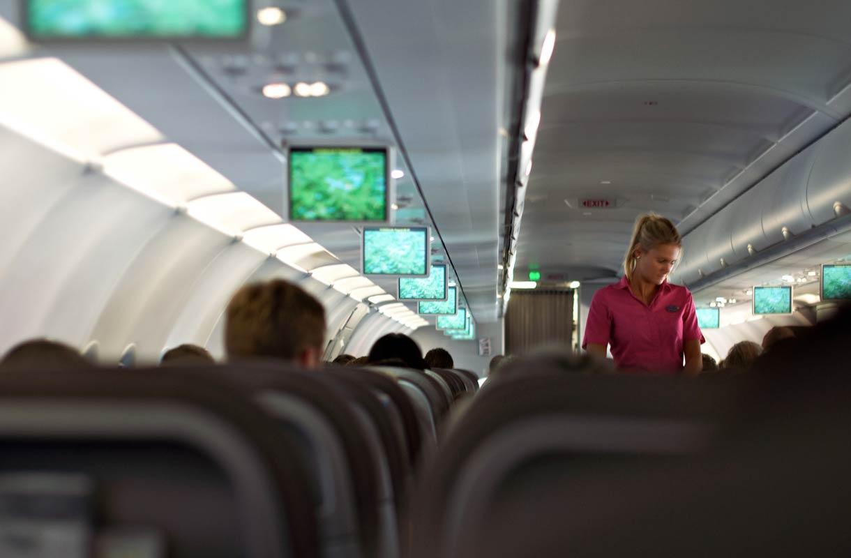 Matkustamohenkilökunta kyllästyy kynää kyseleviin matkustajiin