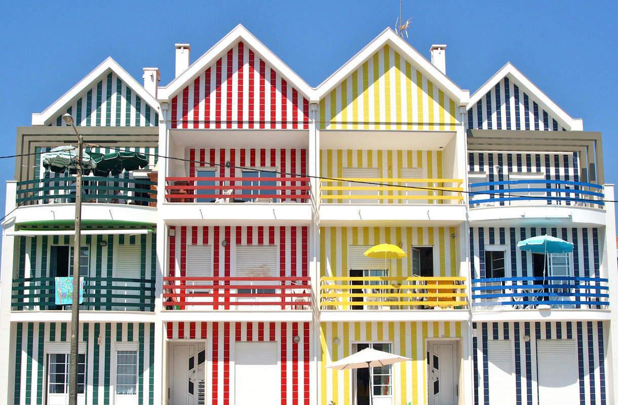 Portugalin Aveiro tunnetaan värikkäistä taloistaan