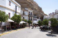 Setenil de las Bodegas on Espanjan kallioon rakennettu kylä