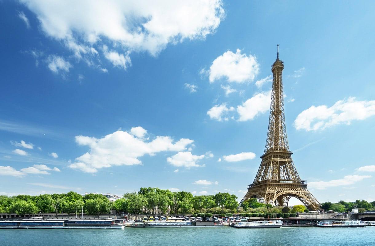 Eiffel-tornin kuvaaminen yöllä on kielletty lailla