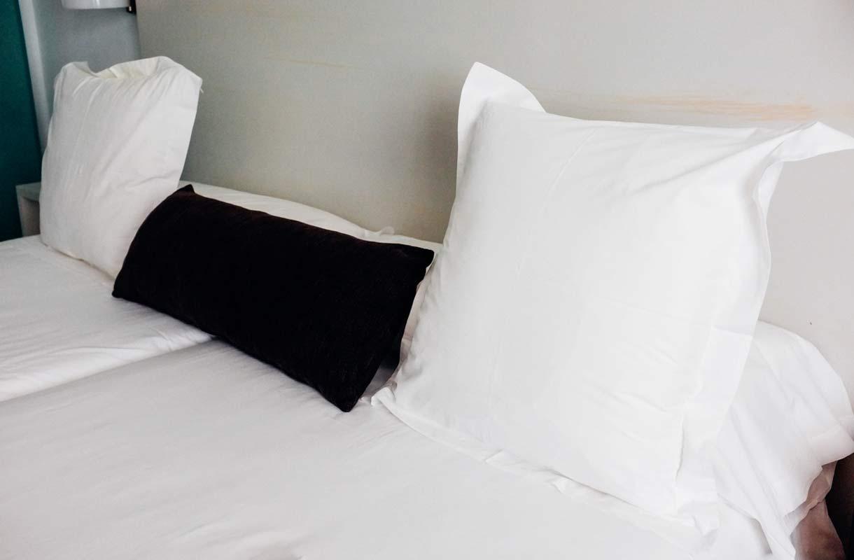 Miksi hotelli ei ilmoita huoneeseen unohdetuista tavaroista?