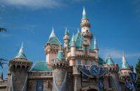 Disneyn työntekijät eivät saa viittoa yhdellä sormella