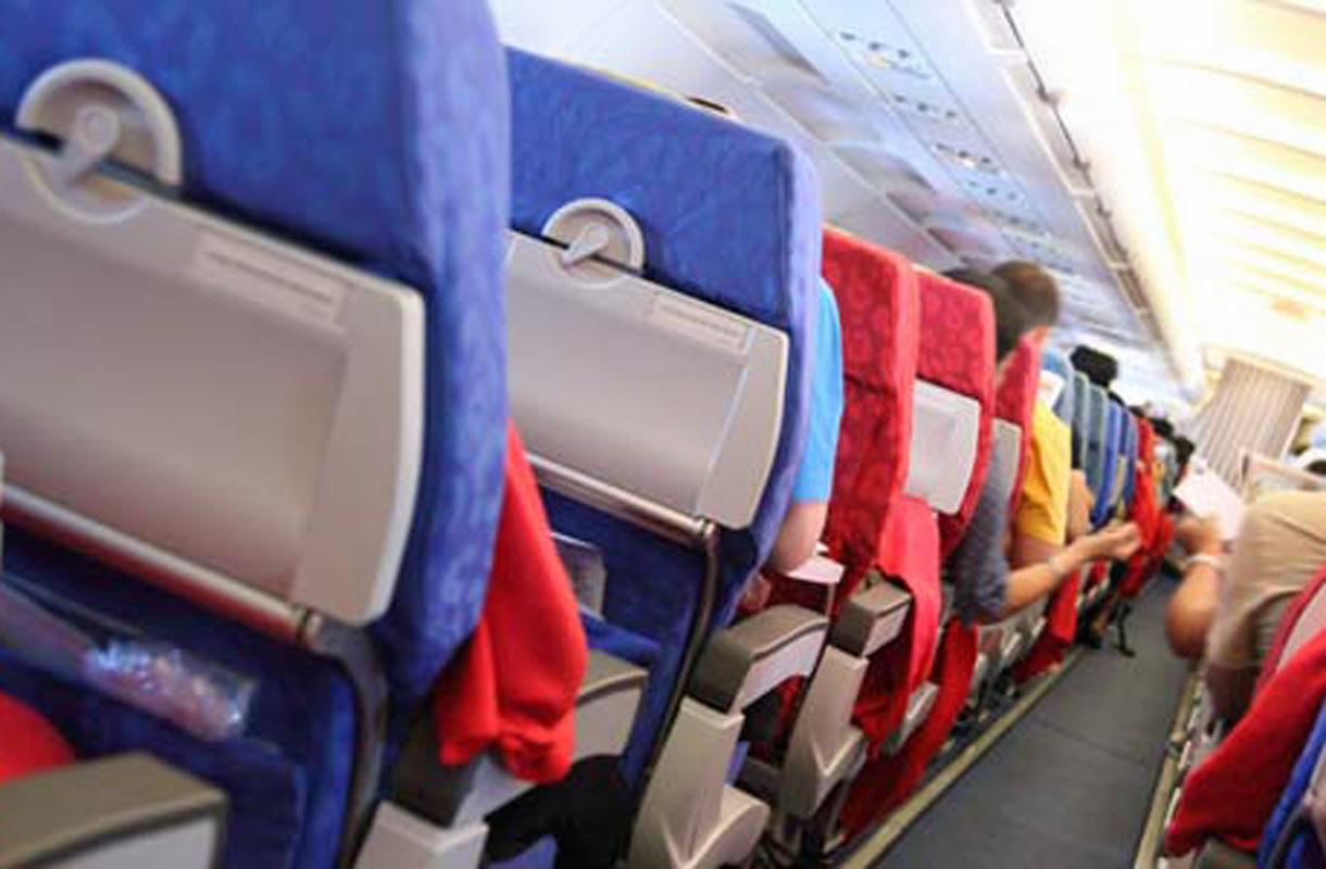 Miten matkustamohenkilökunta kommentoi hyvännäköisiä matkustajia lennolla?