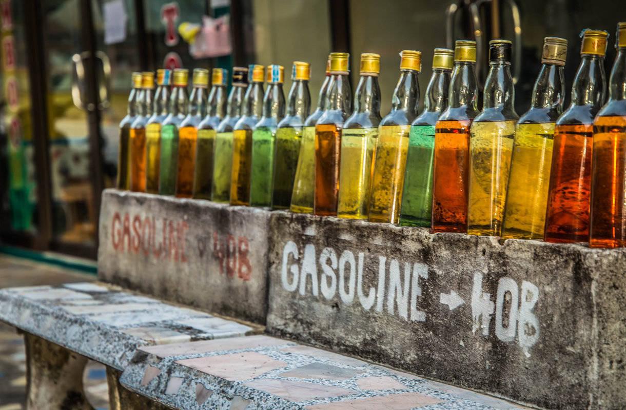 Bensa pakataan Thaimaassa viinapulloihin