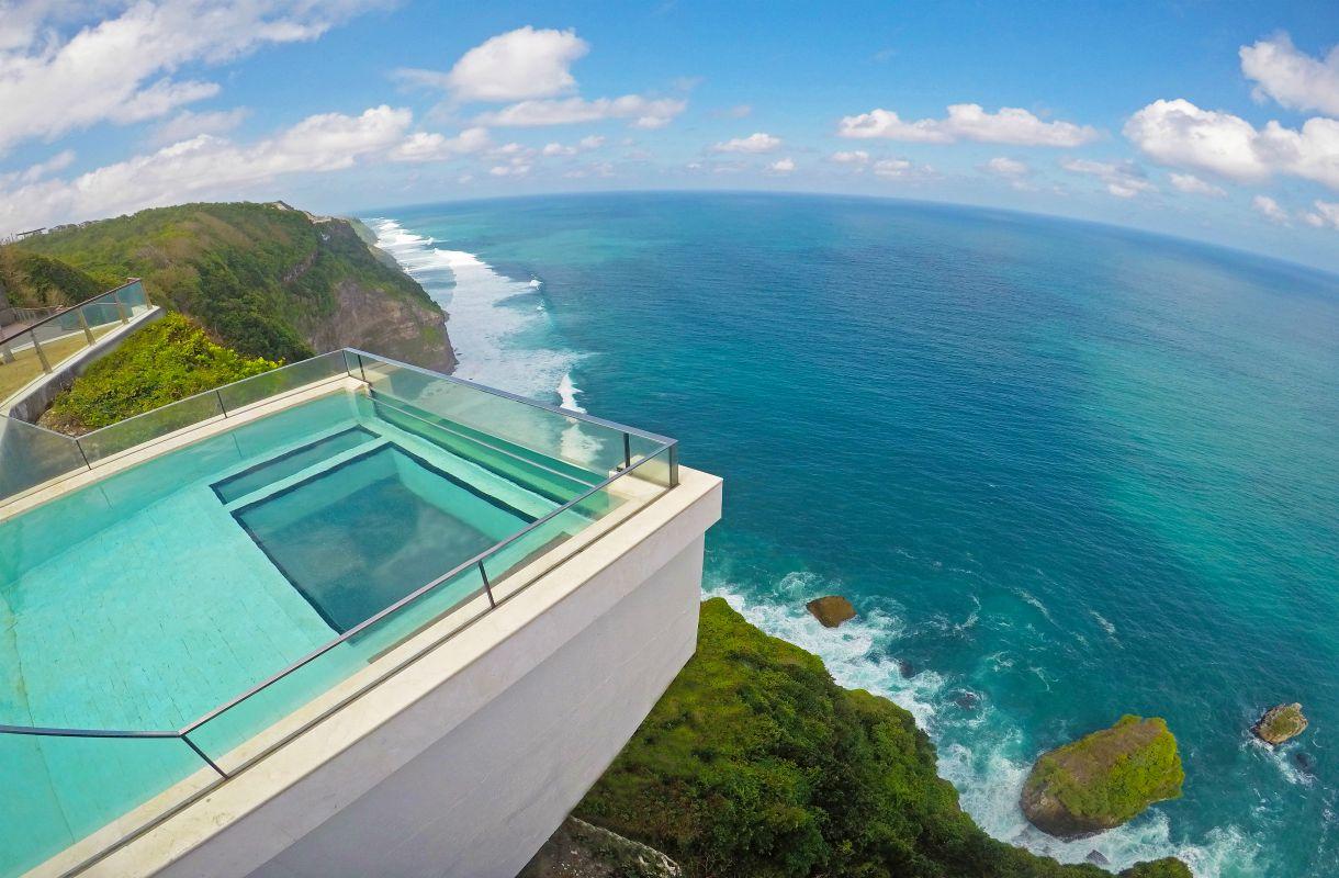 The Edge -hotellin uima-allas Balilla